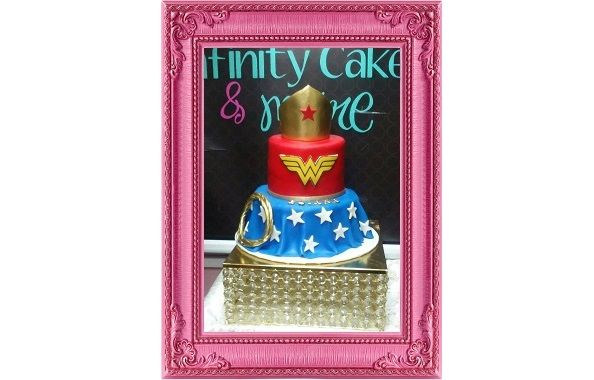 WW Wonder Woman Cake